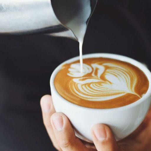 kawa parzenie jaką pić poranna kawusia producenci kawy jacobs tchibo dolce gusto nexpresso nescafe